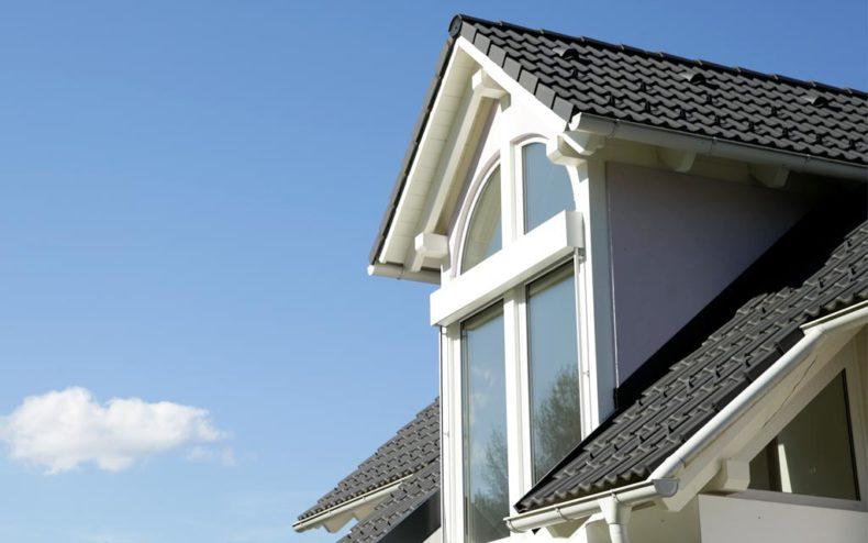Satteldach mit Giebelfenster