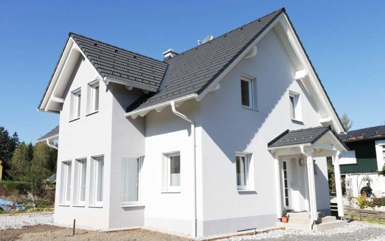 Malli-Haus mit Satteldach